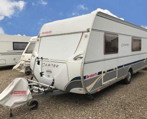 Her er en opbevaringsplads lejet af en kunde og deres campingvogn